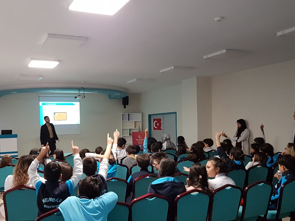 Ankara Mercan Koleji'nde Bilinçli ve Güvenli İnternet Semineri