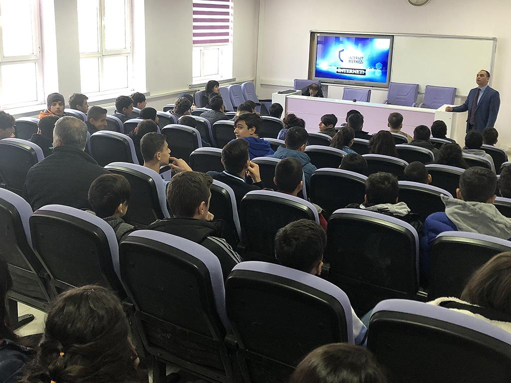 Diyarbakır Mesleki Teknik Anadolu Lisesi'nde Bilinçli ve Güvenli İnternet Semineri