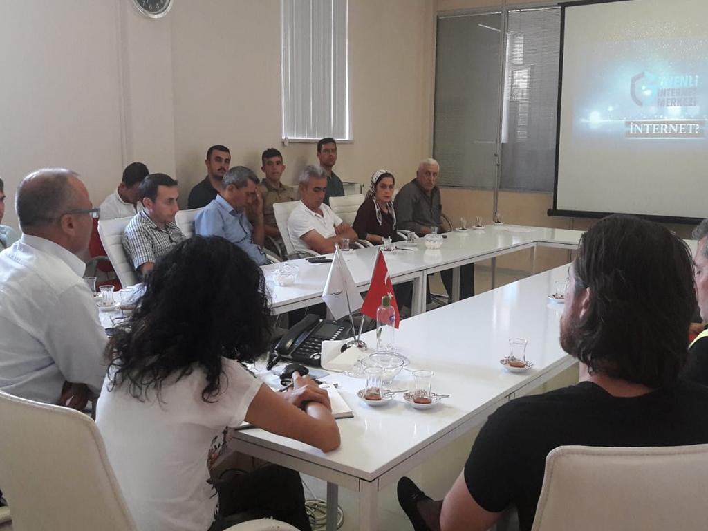Amasya Taşova Kaymakamlığı'nda Bilgi Güvenliği ve İnternetin Bilinçli Kullanımı Eğitimi