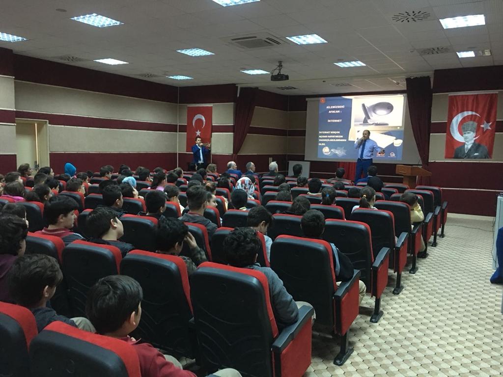 Bartın Amasra Kaleşah Ortaokulu'nda Bilinçli ve Güvenli İnternet Semineri