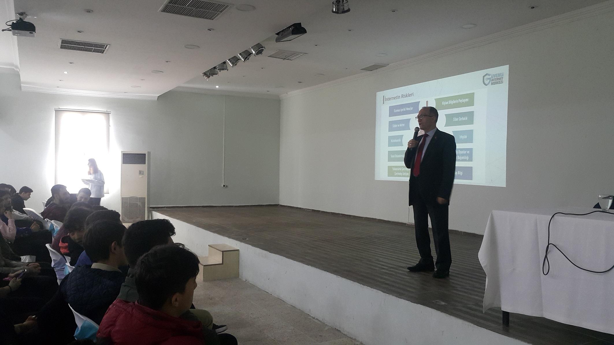Muğla, Bodrum Turgut Reis Mesleki Teknik ve Anadolu Lisesinde, Bilinçli ve Güvenli İnternet Semineri