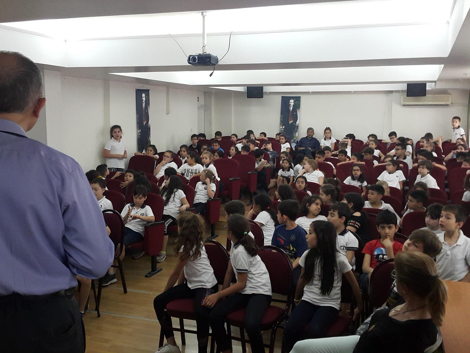 İzmir Karabağlar  Necip Fazıl Kısakürek ilkokulunda,Bilinçli Ve Güvenli İnternet Semineri