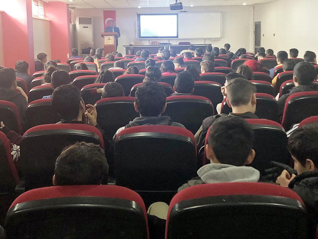 Diyarbakır Ahmedi Hani Anadolu Lisesi'nde Bilinçli ve Güvenli İnternet Semineri