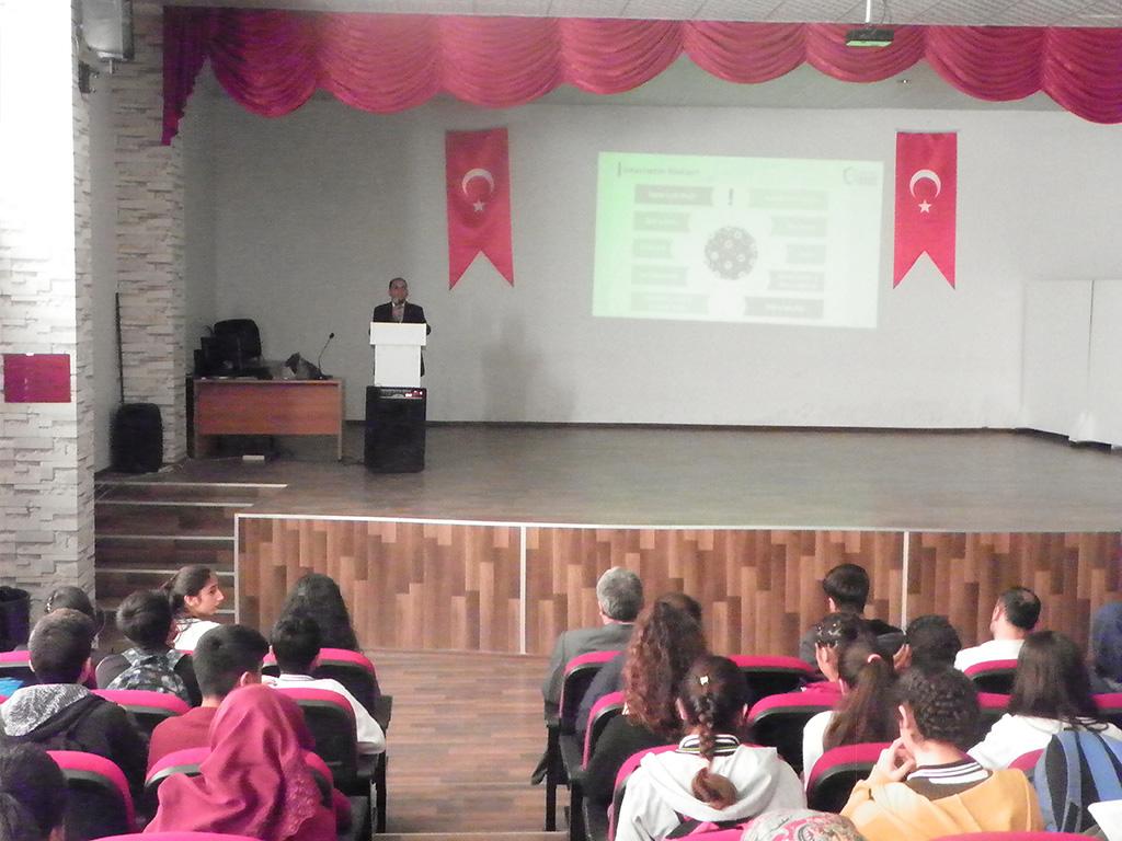 Diyarbakır Gaffar Okan Anadolu Lisesi'nde Bilinçli ve Güvenli İnternet Semineri