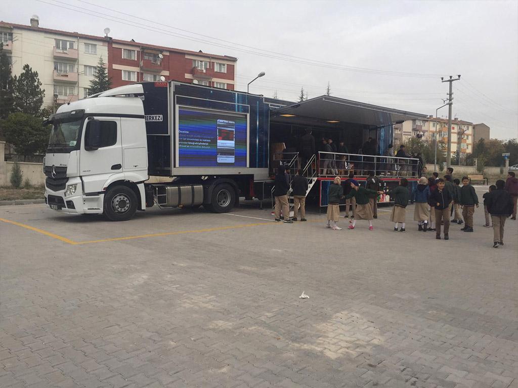Güvenli İnternet Tırı Ankara Sincan Şehit Musa Özalkan İmam-Hatip Ortaokulu'nda