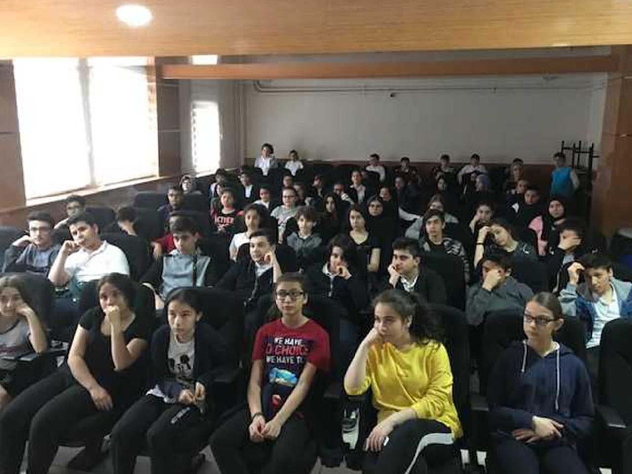 İstanbul Avcılar Abdülkadir Uztürk  Ortaokulunda, Bilinçli Ve Güvenli İnternet Semineri