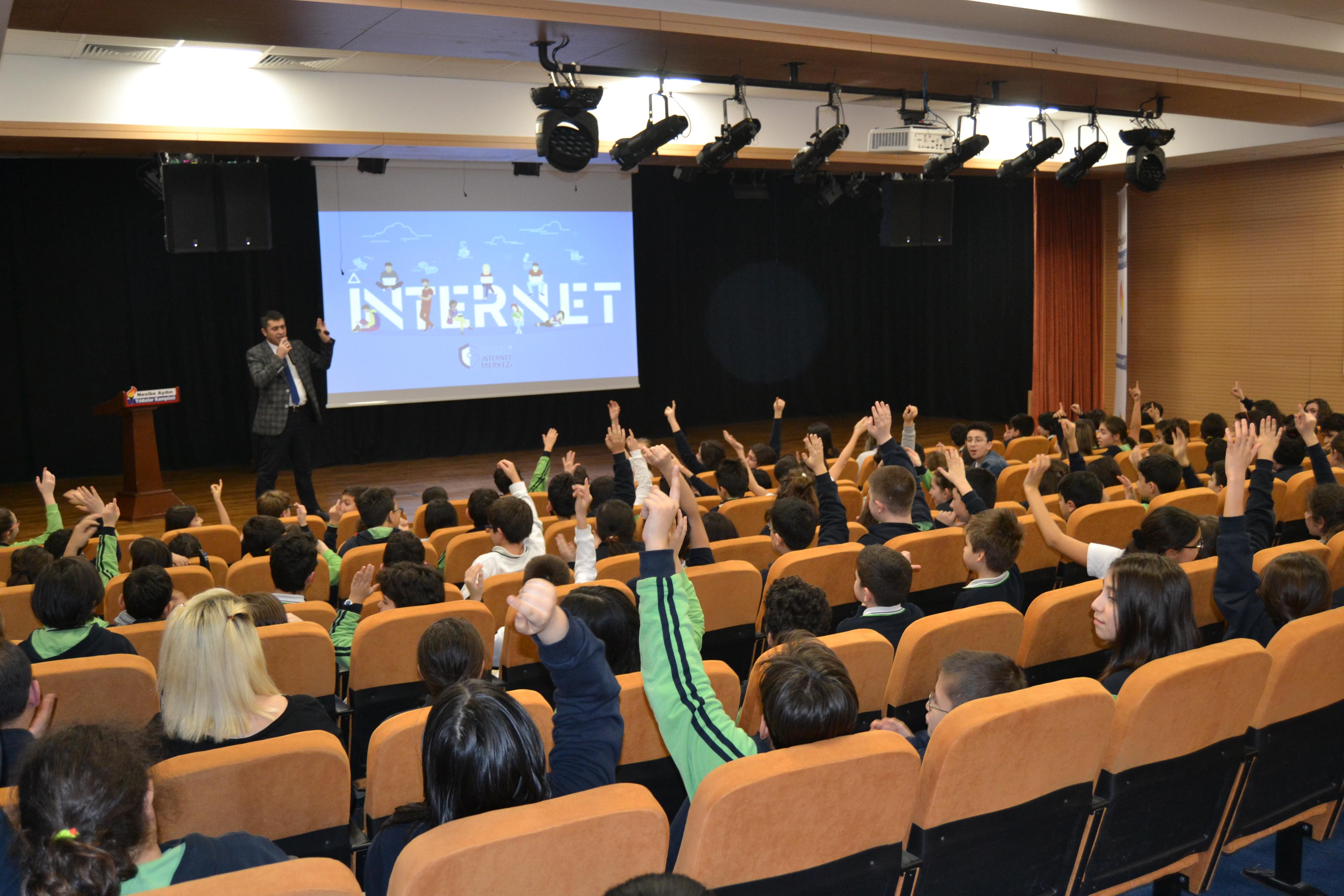 Nesibe Aydın Yıldızlar Kampüsü'nde Ortaokul Öğrencilerine, Bilinçli ve Güvenli İnternet Semineri