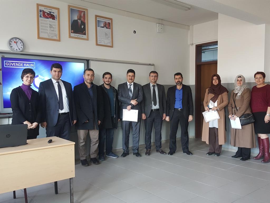Ankara İMKB Alpaslan İmam-Hatip Ortaokulu'nda Bilinçli ve Güvenli İnternet - Ebeveyn Semineri