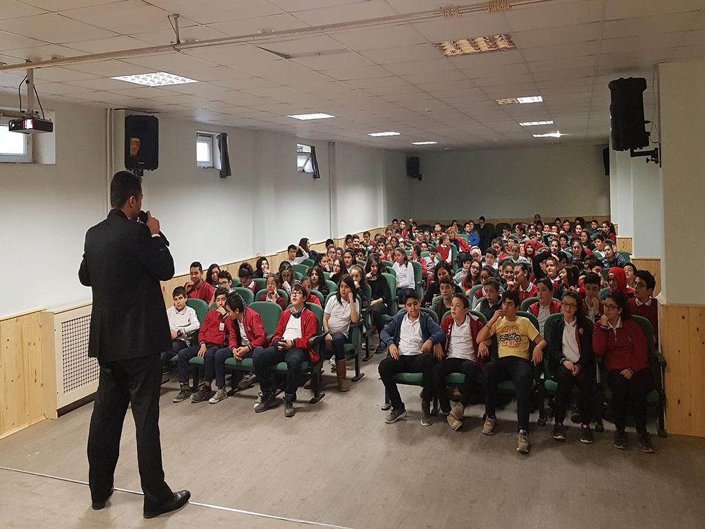 Ankara Gölbaşı Cemil Yıldırım Ortaokulu'nda Bilinçli ve Güvenli İnternet Semineri