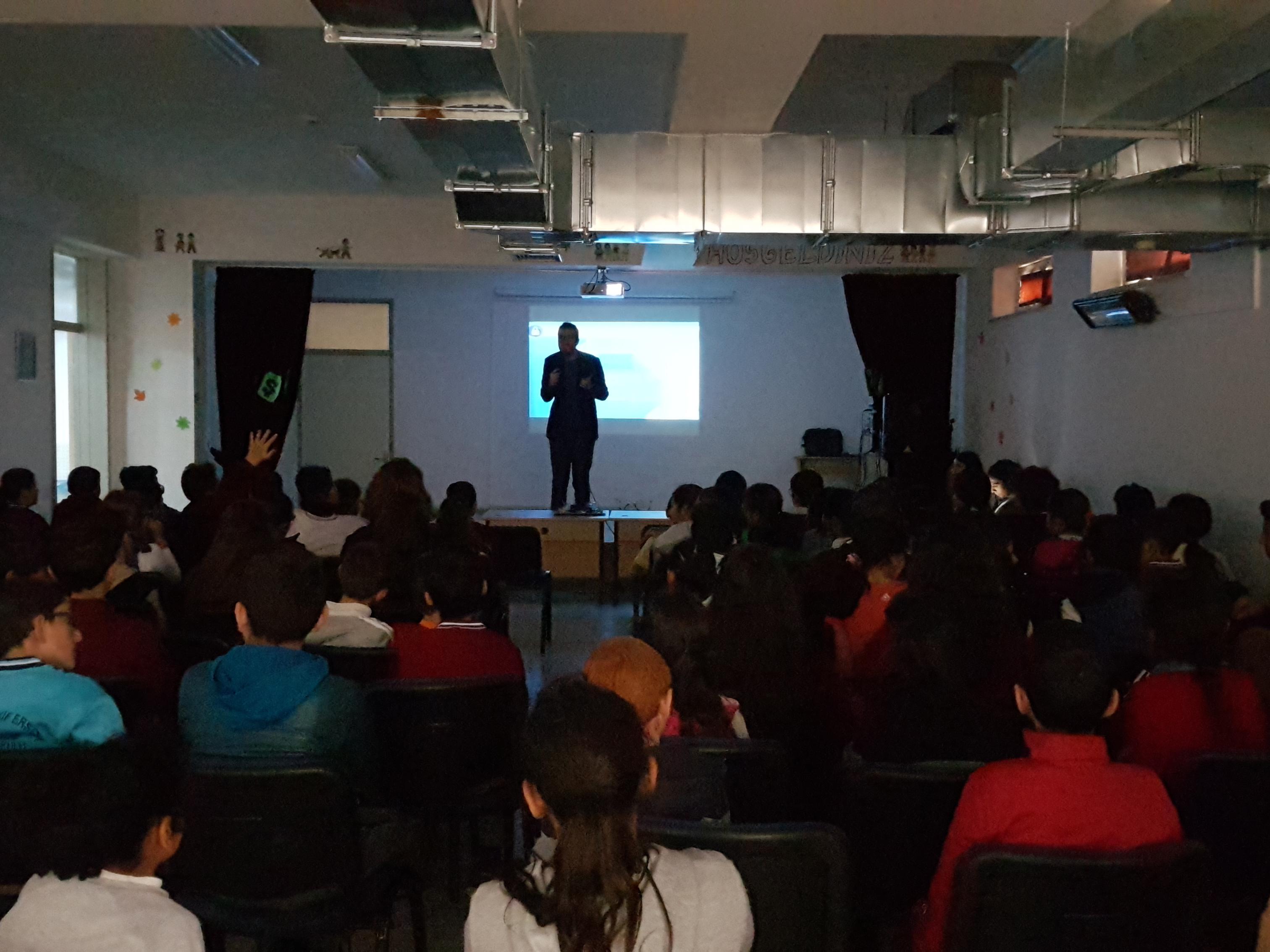 Ankara Şehit Ömer Halisdemir Ortaokulu'nda Bilinçli ve Güvenli İnternet Semineri