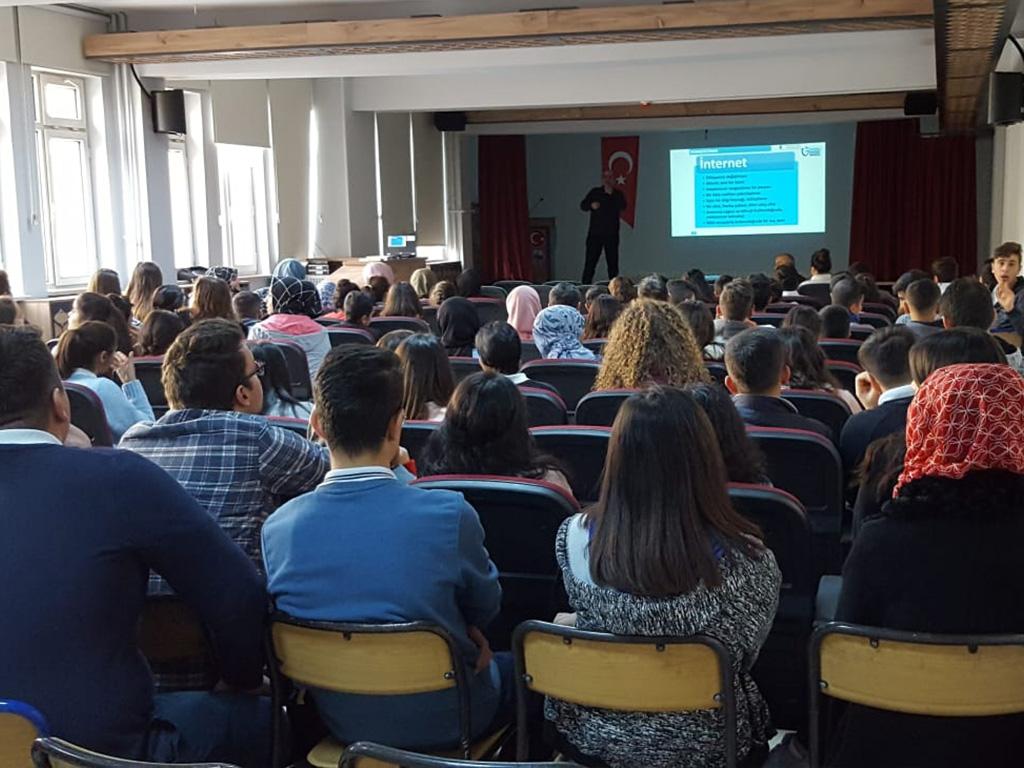 Amasya Göynücek 70. Yıl Mesleki ve Teknik Anadolu Lisesi'nde Bilinçli ve Güvenli İnternet Semineri