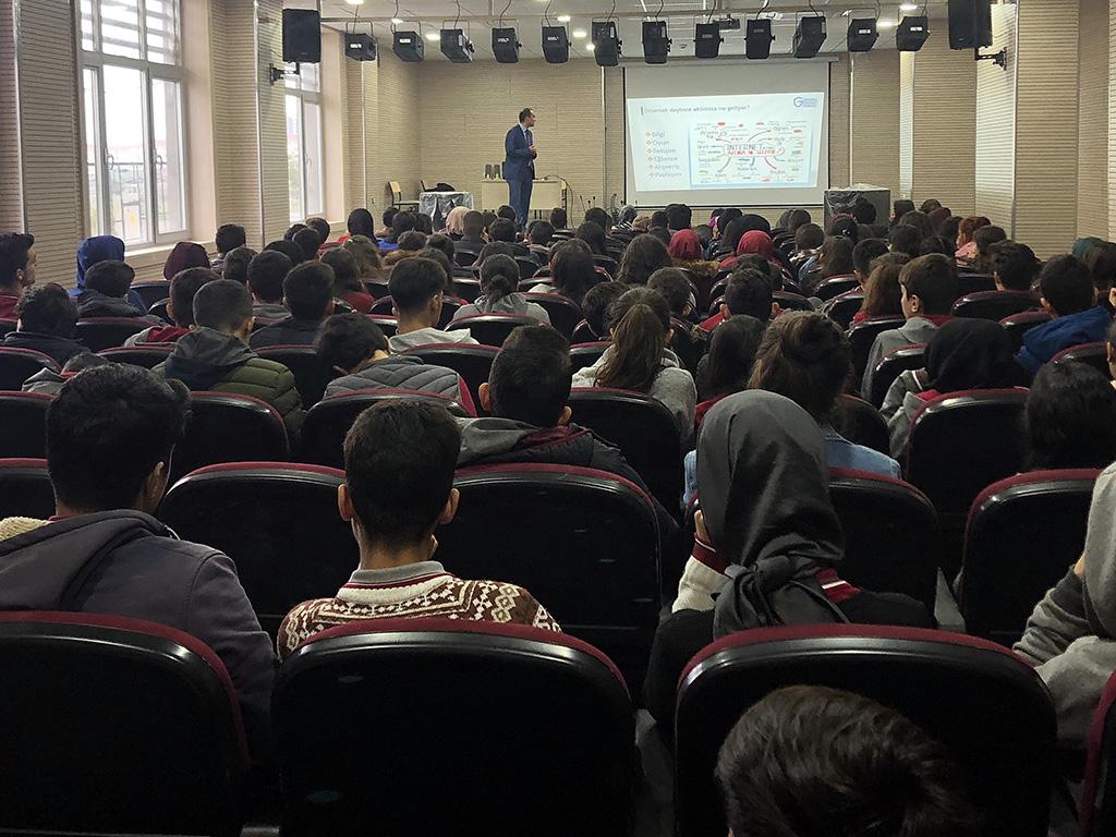 Diyarbakır Milli İrade Anadolu Lisesi'nde Bilinçli ve Güvenli İnternet Semineri