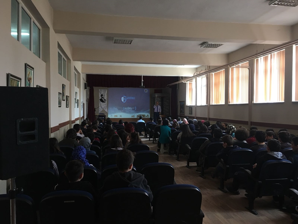 Karabük Safranbolu 15 Temmuz Şehitler Anadolu Lisesi'nde Bilinçli ve Güvenli İnternet Semineri