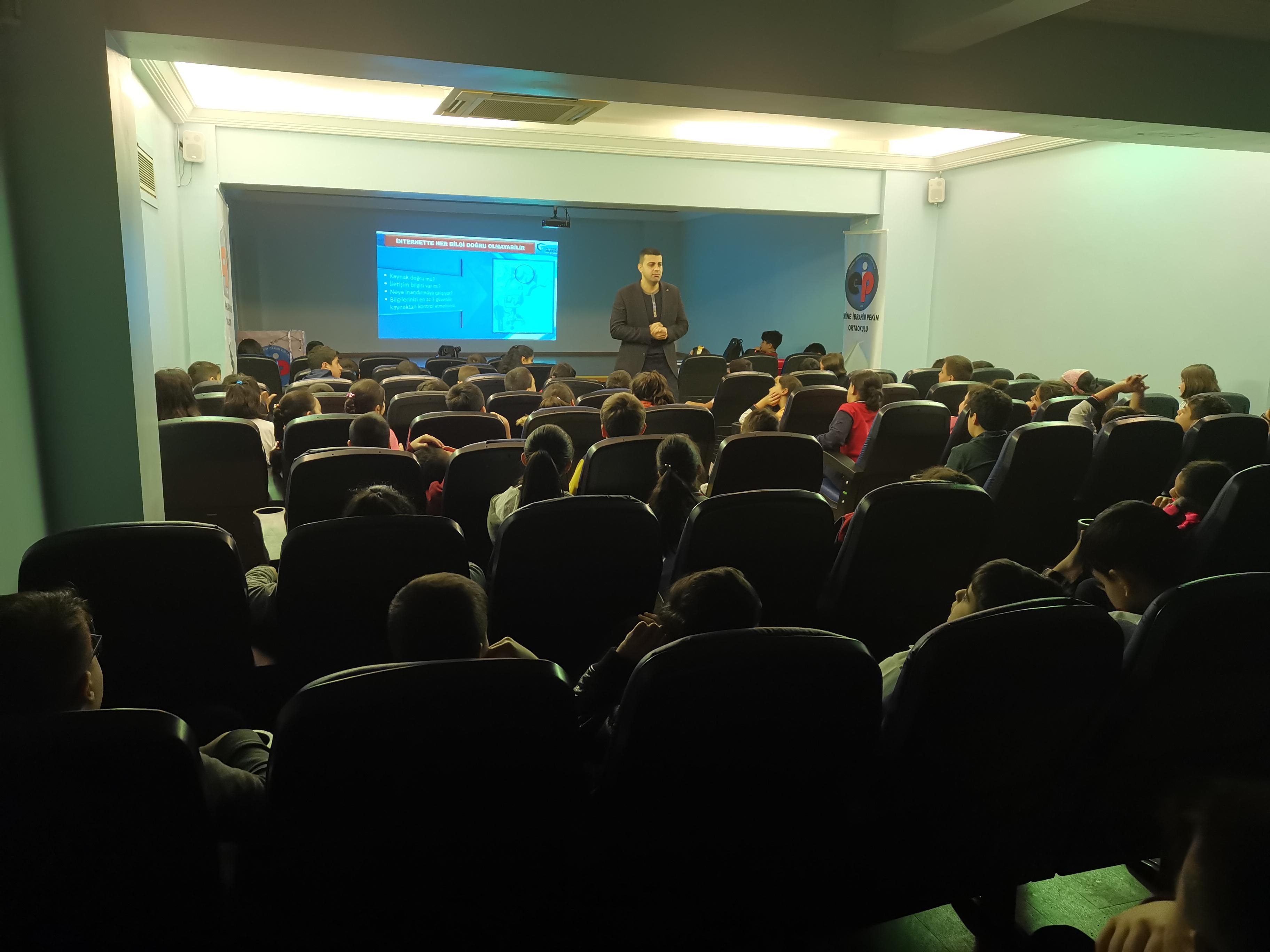 İstanbul Maltepe Emine İbrahim Pekin Ortaokulunda Bilinçli ve Güvenli İnternet Semineri