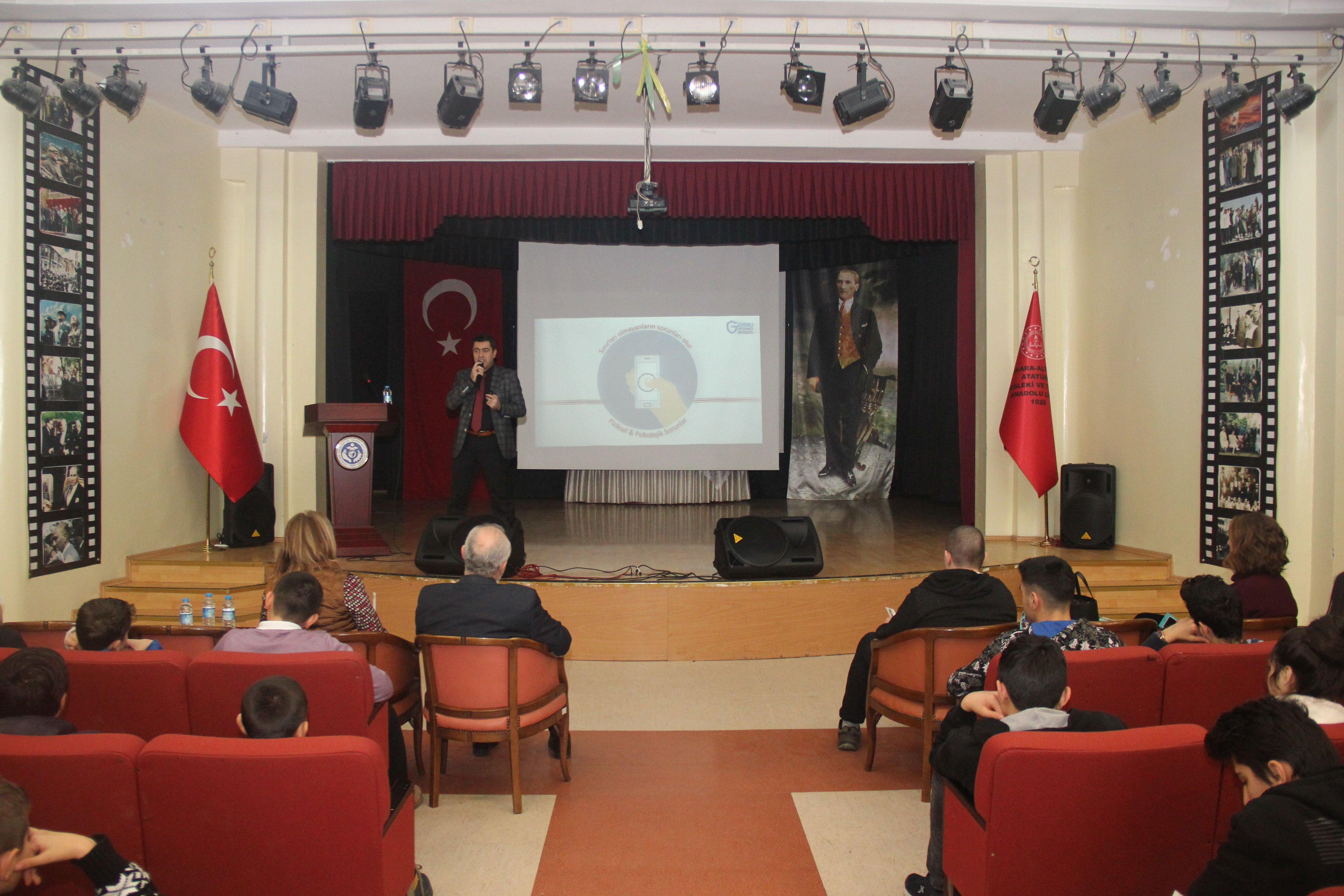 Ankara Altındağ Atatürk Mesleki ve Teknik Anadolu Lisesinde, Güvenli ve Bilinçli İnternet Semineri
