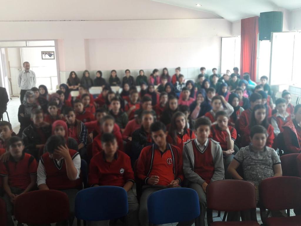 Çorum İskilip Azmimilli Ortaokulu'nda Bilinçli ve Güvenli İnternet Semineri