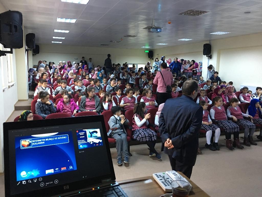Trabzon Çarşıbaşı İsmail Çavuş İmam Hatip Ortaokulu'nda, Bilinçli ve Güvenli İnternet Semineri