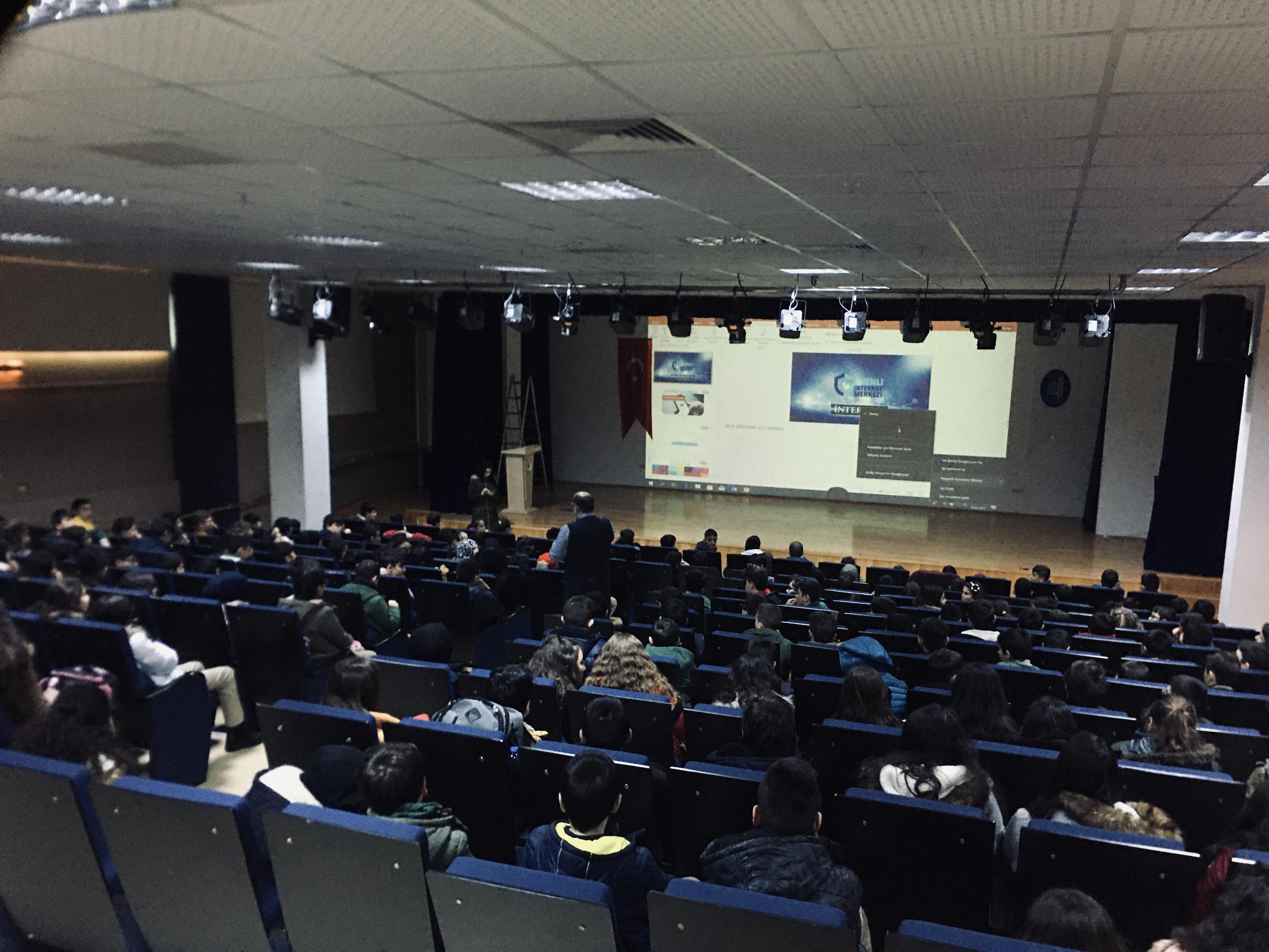 Çorum Mustafa Kemal Ortaokulunda, Bilinçli Ve Güvenli İnternet Semineri