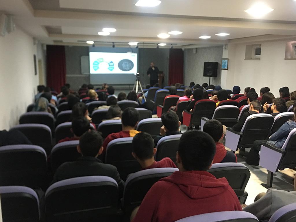 Tokat Almus Çok Programlı Anadolu Lisesi'nde Bilinçli ve Güvenli İnternet Semineri